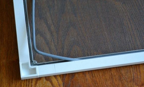 Ремонт москитной сетки на пластиковые окна