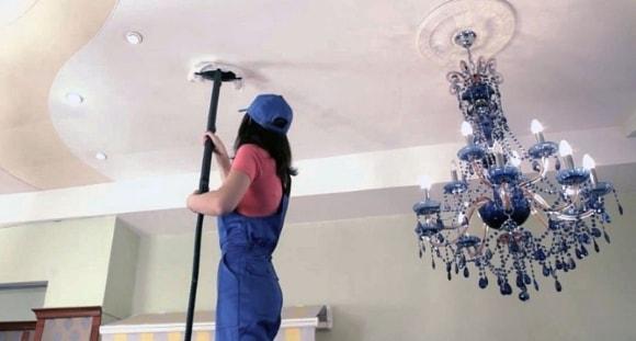 Как помыть натяжные потолки