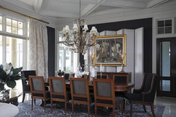Потолочный плинтус в гостинной