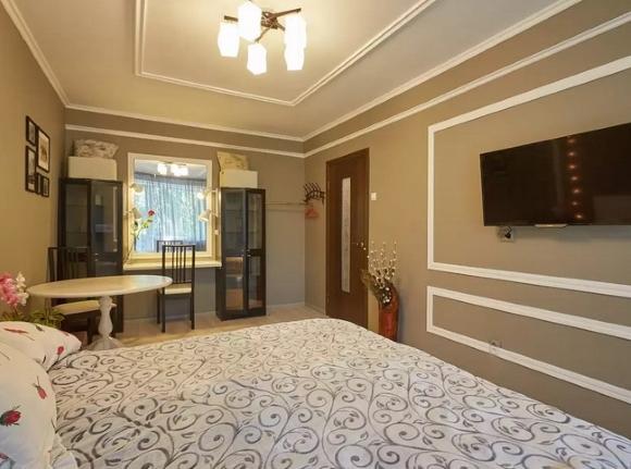 Потолочный плинтус в спальне