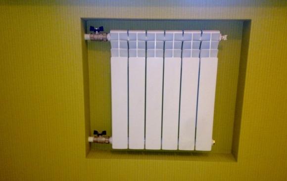 Биметаллический радиатор спрятанный в стене