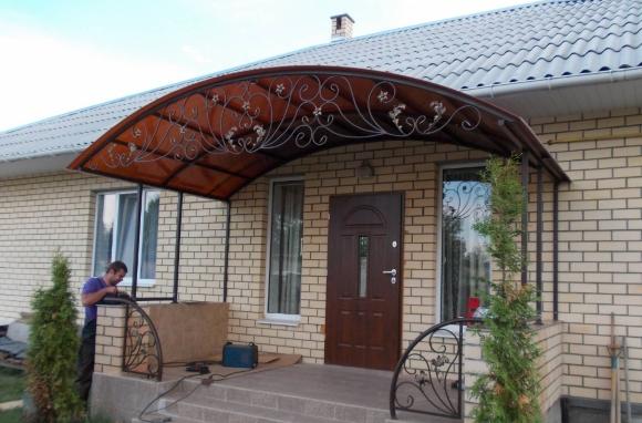 Дизайн крыльца с навесом частного дома: фото