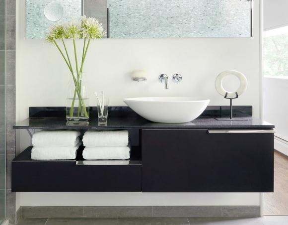 Раковина кувшинка на столешнице в ванной с тумбой снизу