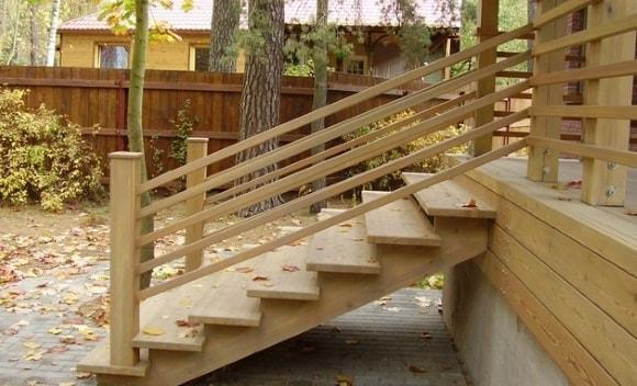 Крылечные ступеньки из дерева