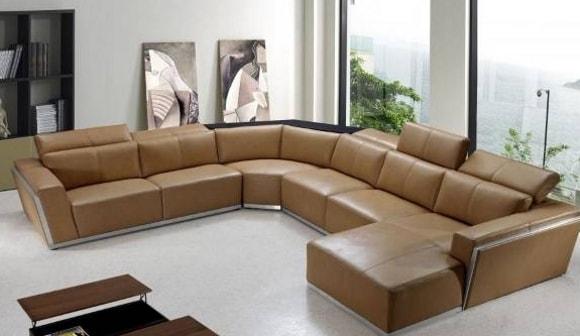Модульный диван в гостиной комнате