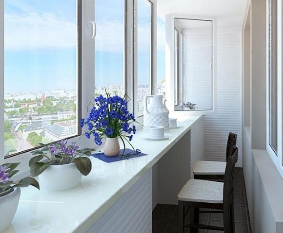 Балкон с обеденной зоной на фото пример