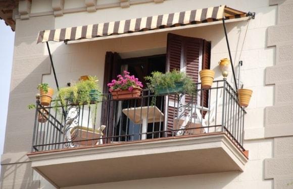 Идеи дизайна балконных козырьков на фото