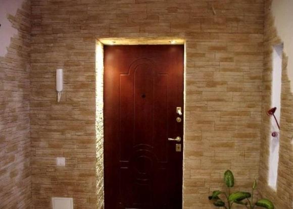 Обрамление входных дверей декоративным камнем