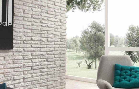 Отделка стен декоративным камнем под кирпич