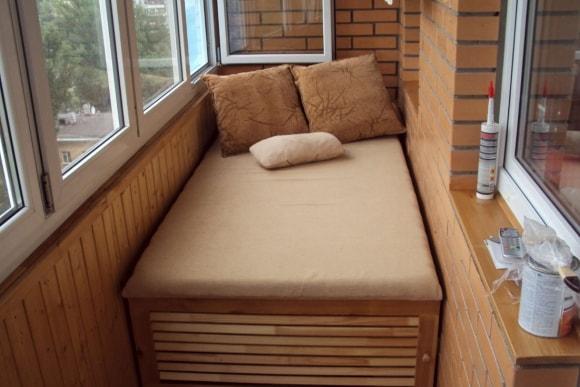 Спальные места на балконе фото