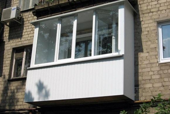 Вид балкона снаружи после ремонта пример