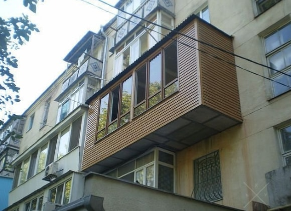 Вид балкона снаружи после ремонта
