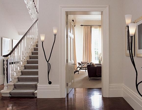Плинтуса шире 15 см гармонично смотрятся в больших помещениях