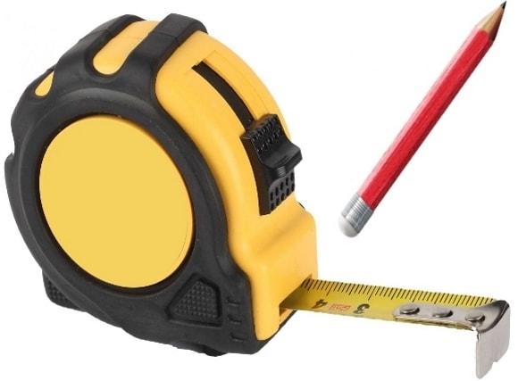 Рулетка и карандаш для разметки необходимых кусков выравнивающих листов