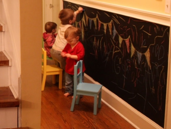 Широкий плинтус в детской комнате