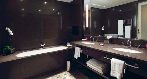 Дизайн ванных комнат в тёмных тонах