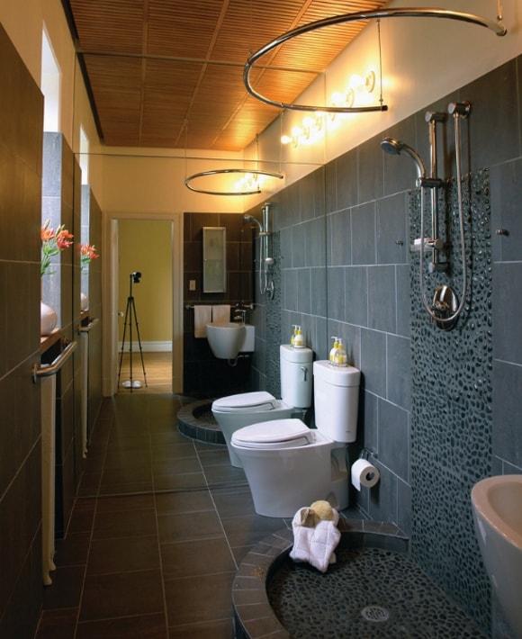 Очень узкая ванная комната