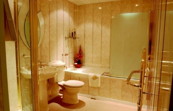 Ванная комната, отделанная пластиковыми панелями