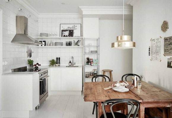 Пример кухни без верхних навесных шкафов