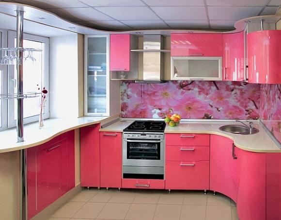 Дизайн кухни в розовых тонах