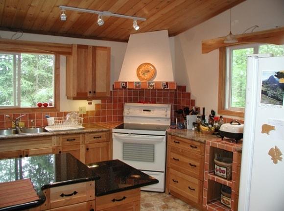 Интересная идея для отделки кухни в частном доме/коттедже