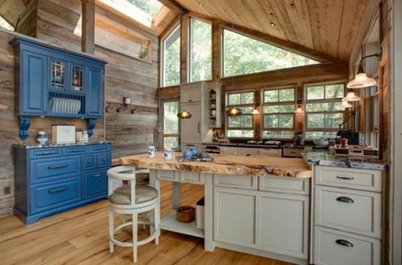 Кухня в деревянном доме/даче
