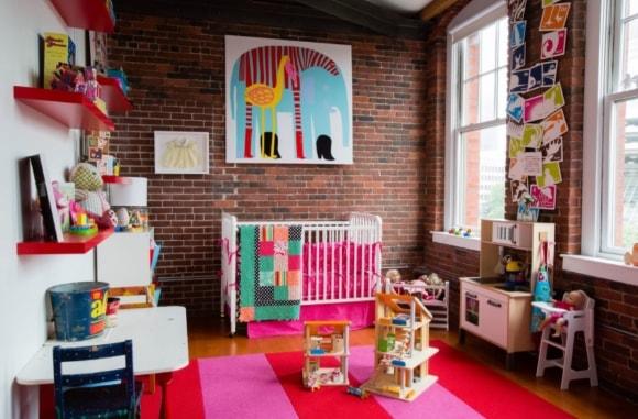 Детская комната для девочек с кирпичной стеной в стиле лофт
