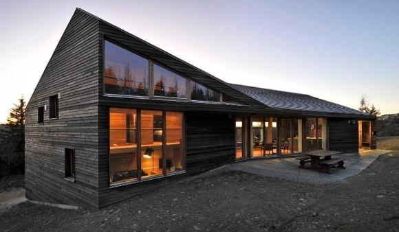 Дом из дерева с фасадом в стиле лофт