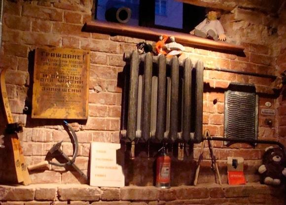 Искусственно-состаренные радиаторы в лофт-интерьере