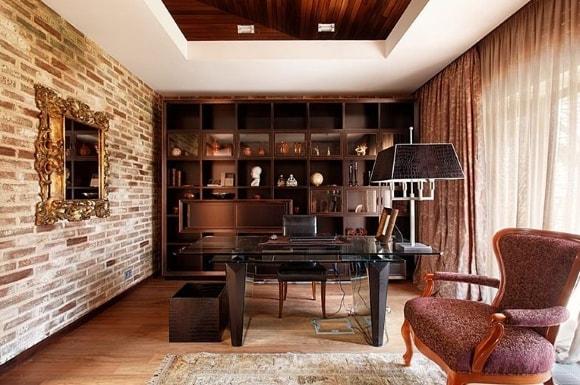 Кабинет с кирпичной стеной в стиле лофт