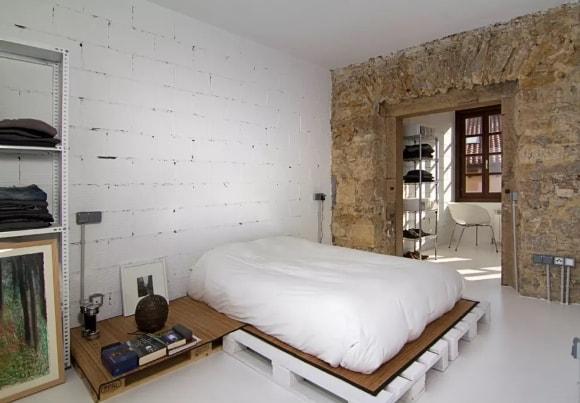 Кровать в стиле лофт из поддонов