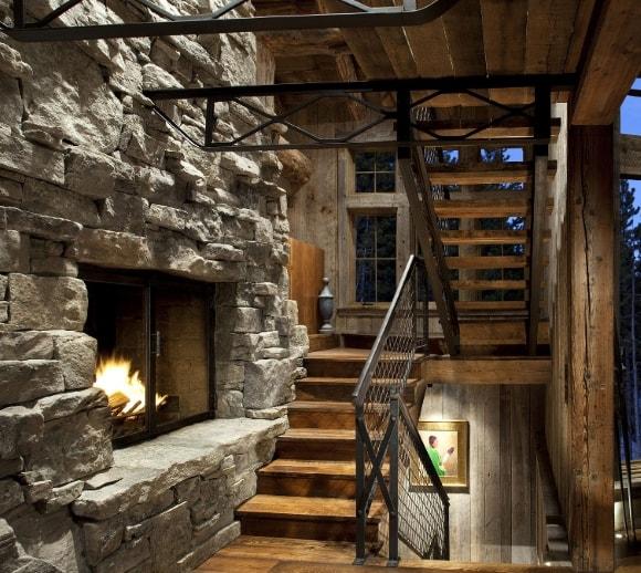 Лестница в интерьере стиля лофт