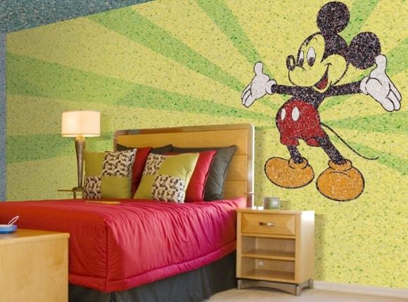 Микки-Маус жидкими обоями в детской комнате