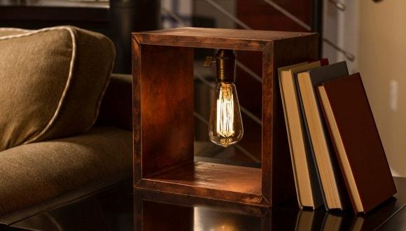 Настольная лампа в интерьере стиля лофт