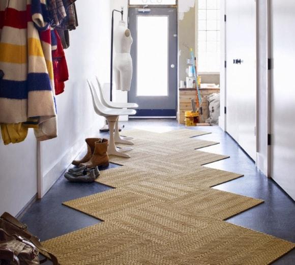 Прихожая с ковриком в коридоре