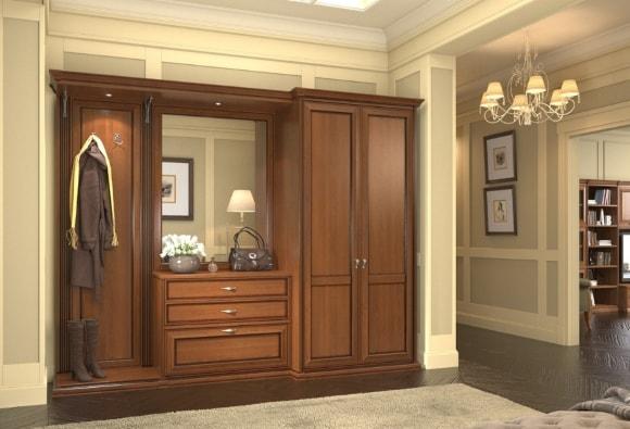 Прихожая в коридоре, выполненная в классическом стиле