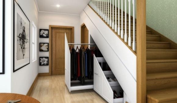 Прихожая, встроенная под лестницу