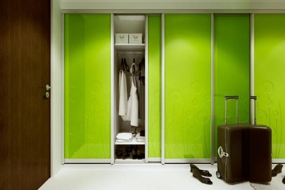 Прихожая зеленого оттенка в коридоре