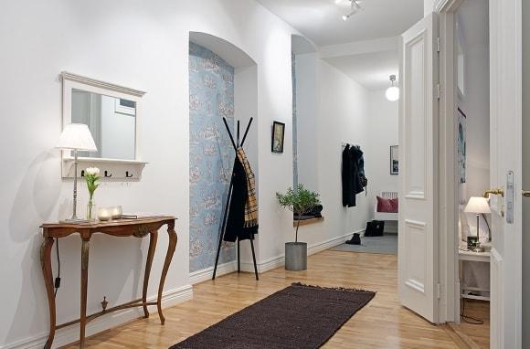Прихожка с консольным столиком в коридоре