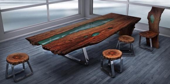 Стол из дерева со смолой в лофт-кабинете