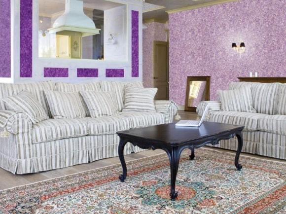 Жидкие обои фиолетового цвета в интерьере обычной квартиры