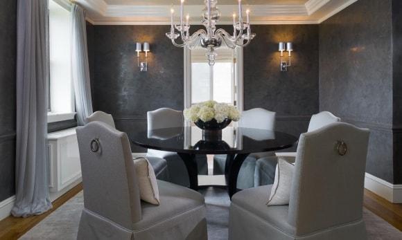 Жидкие обои серого цвета в интерьере обычной квартиры