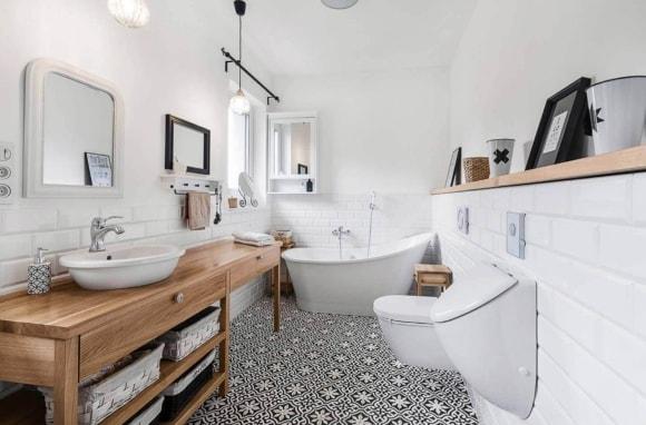 Декорирование скандинавского интерьера красивой ванной
