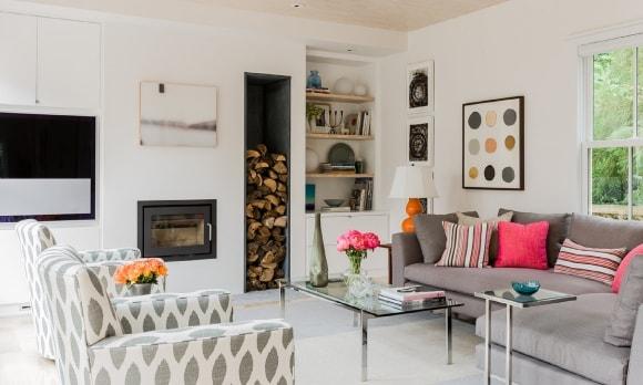 Дизайн интерьера гостиной скандинавского стиля с камином