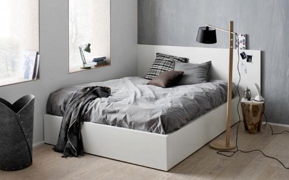 Кровать в интерьере скандинавского стиля