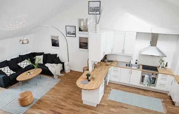 Кухня в скандинавском стиле с барной стойкой