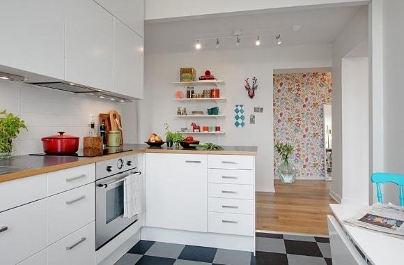 Кухонный гарнитур белого цвета в скандинавском стиле