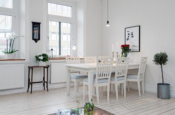 Обеденный столик скандинавского стиля