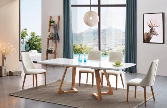 Обеденный столик в сканди-интерьере
