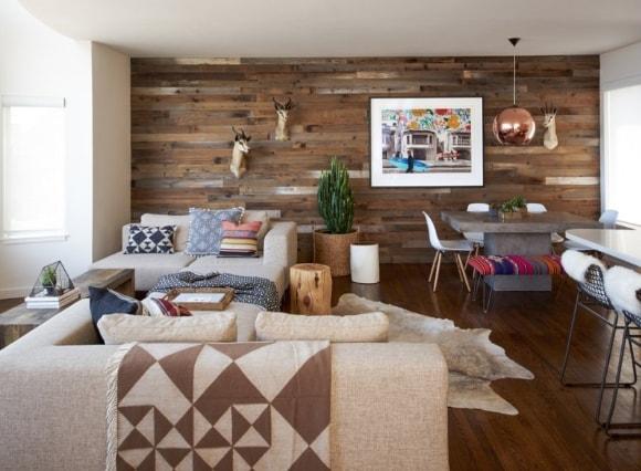 Обшивка стен гостиной ламинатом